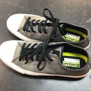 Grey converse. Size 8.5